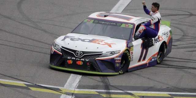 Hamlin wins Kansas NASCAR race, final eight set