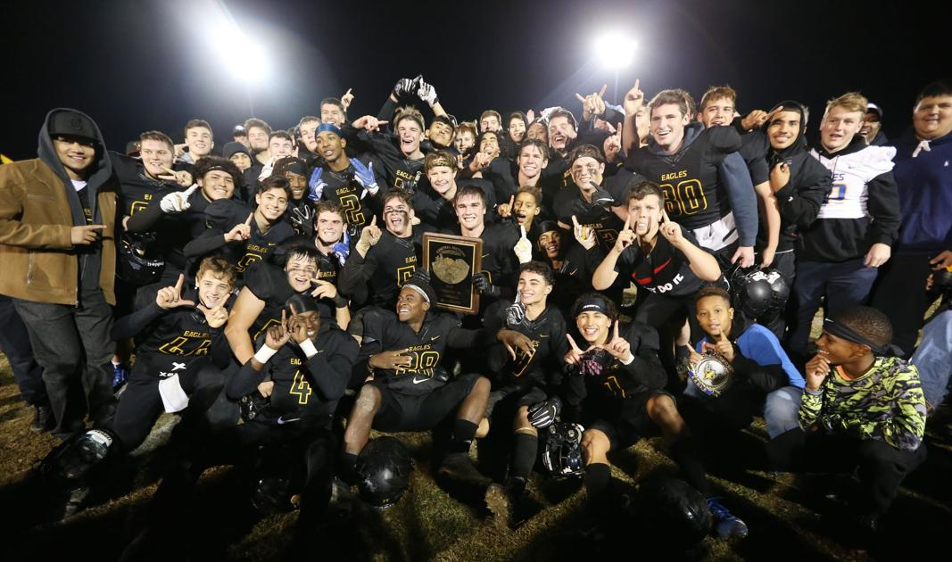 PHOTO GALLERY: BCHS rolls to Central Section football championship