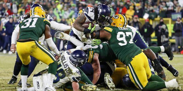 Marshawn Lynch uses postgame news conference time to give advice to younger players