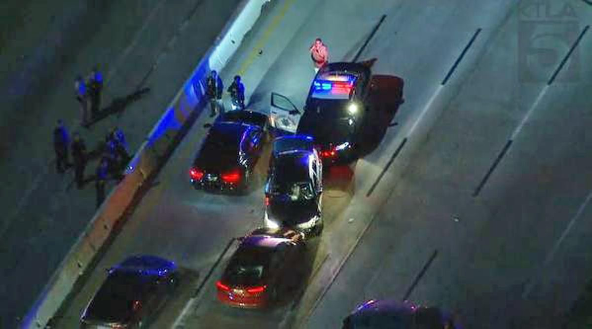 Southbound lanes of the 5 Freeway near Burbank reopen after police standoff; northbound side still closed