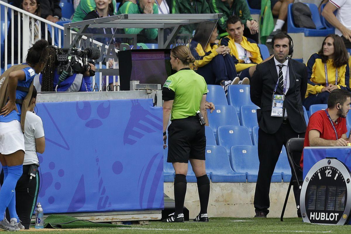 El VAR ha sido calificado como una ayuda importante para los árbitros en el Mundial femenino